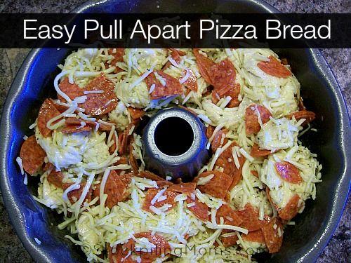 Easy Pull Apart Pizza Bread is amazing! #pizza #bread #recipe