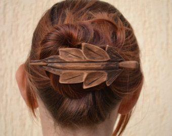 Celtic knot Hair Barrette, Womens Geschenk, Frau Geschenk, Geschenk für ihr, Mom, Haar-Stick, Haarschmuck, Hair Barrette, Hair Pin, Folie, Holz Schal Pin, Carving Dieses Haar-Accessoire ist handgeschnitzt von Ivaylo Zlatev  Handgemachte Haar-Accessoire Dieses Haar-Haarspange ist aus Kirschholz gefertigt. Er misst 10cm/3,9 Zoll lang durch 10 cm/3,9 Zoll breit und 14.0cm/5.5in Pin Natürliche Farbe des Holzes. Für Finish habe ich Leinöl und Bienenwachs.