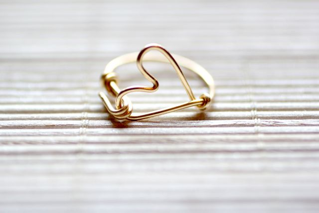 Learn how to make this super cute heart ring from I Spy DIYWire Jewelry, Rings Awesome, Diy Heart, Wire Rings, Heart Rings, Diy Bracelets, Spy Diy, Thanksdiy Wire, Diy Rings