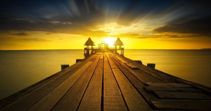 Estoy seguro que el sol es suizo menuda precisión tiene a la hora de salir y de ocultarse... ---------------- Fot.: Patrick #bangkok #tailandia #thailand #sol #sun #atardecer #sunset #paisaje #seascape #agua #water #playa #beach #puente #bridge #musica #music ----------------  Sun Goes Down - Bruno Martini