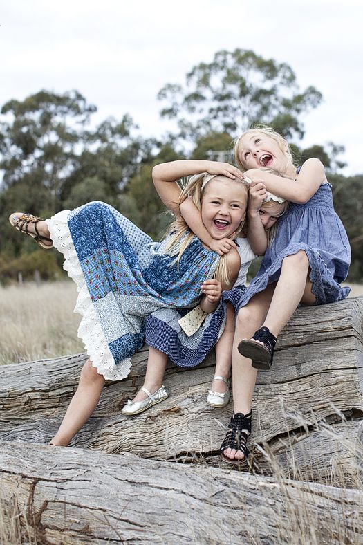 Cail Family - Lisa Nankervis Photography what a perfect shot! Capturing the true love of siblings haha!