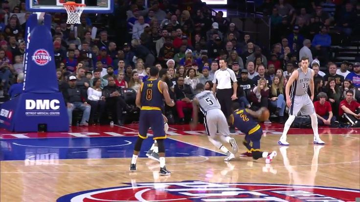 Kyrie Irving hits a heavy crossover into the J!
