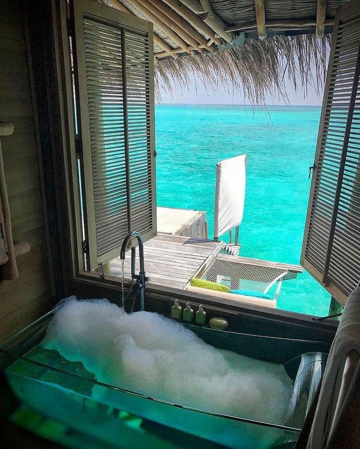 VACATION || WANDERLUST || ISLAND || TROPICAL || BATHTUB || OCEAN || LUXURY