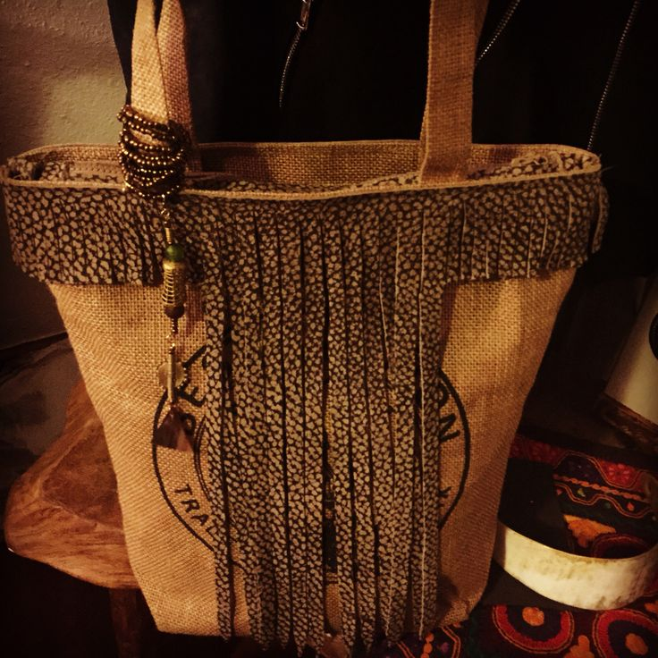 Jute bag with leather decoration. Unique piece made in Kenya by Italian designer.