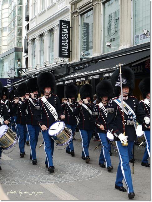 アマリエンボー宮殿の衛兵交代も見てみたい!コペンハーゲン旅行の観光アイデアまとめ。                                                                                                                                                      もっと見る
