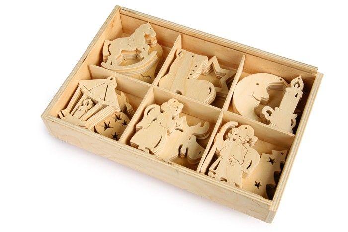 60 pezzi. 12 fantasie natalizie ritagliate con precisione in una scatola di legno. Decorazione per l´albero, la finestra o la tavola in aggiunta alla corona dell´Avvento nel design naturale! Dimensioni:ca. 20 x 29 x 5,5 cm, motivo 7 x 7 cm