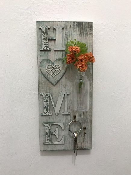Porta chave de madeira pintado à mão.