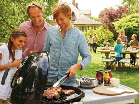 Part of our extensive range, the Weber 57cm Performer Deluxe with Gourmet System is available for FREE delivery on Garden4Less orders over £25!