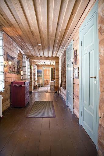 Log house for sale in Kangasniemi, Finland / Corridor.