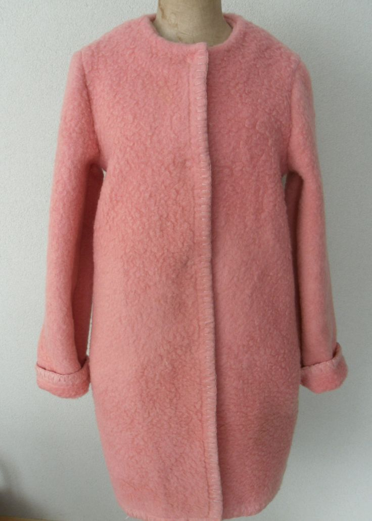 Blanketcoat or coat made of a vintage blanket by www.morethanvintage.nl