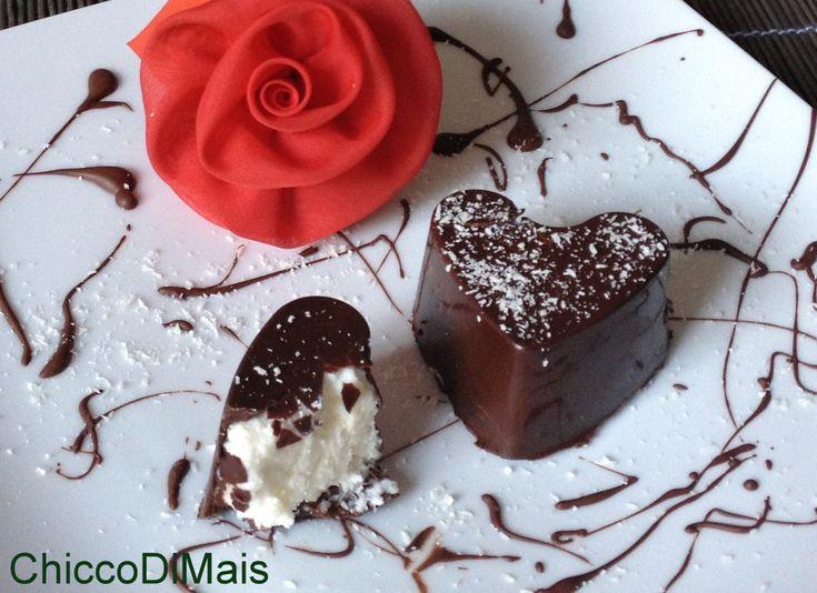 Cuori di cioccolato e cocco ricetta di San Valentino il chicco di mais http://blog.giallozafferano.it/ilchiccodimais/cuori-di-cioccolato-e-cocco-ricetta-di-san-valentino/