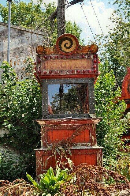 Abandoned fortune teller machine.