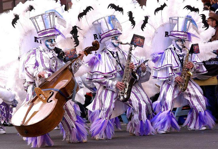Aqua String Band Performs During The Philadelphia Mummers Parade