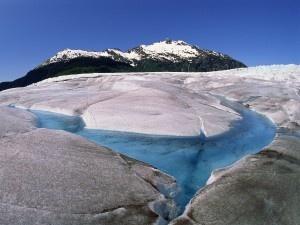 Mendenhall-Ice-Glacier-Juneau-Alaska Aurore Boréale - Mont McKinley - Parc national de Denali en Alaska   Découvrez un panorama de forces spectaculaires qu'offre la nature : http://blog.ecotour.com/bons-plans/les-forces-de-la-nature/#