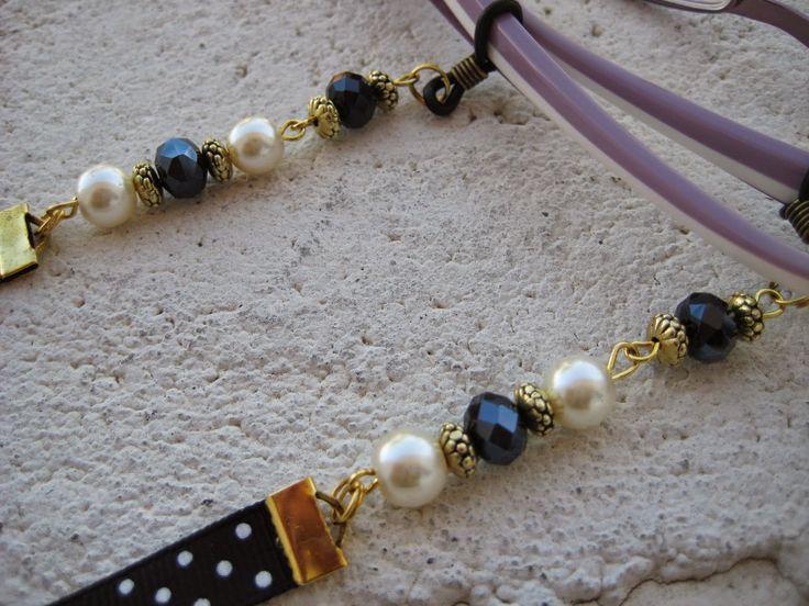 Cordón para las gafas en azul con perlas, Precio:7€ // Cord for the glasses in blue with pearls, Precio:7 € //