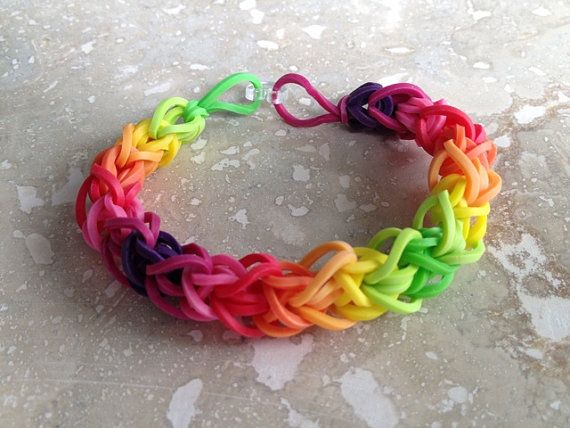 how to make rubber band bracelets by hand