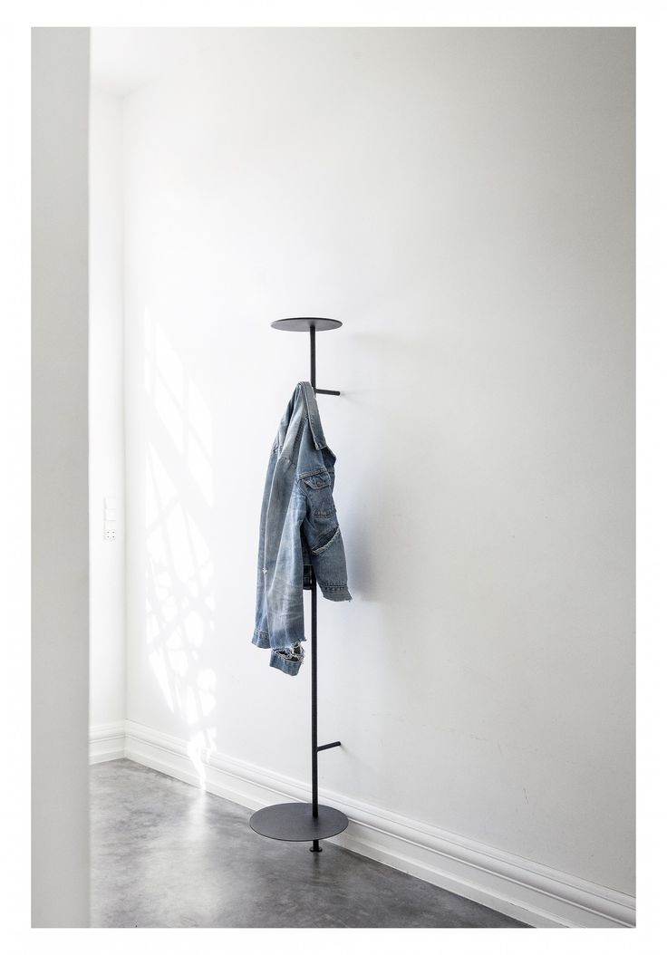 Designed by Norm Architects with moderncity living in mind, Norm Coat Hanger is justthe thing for narrow hallways where space islimited. The top platform
