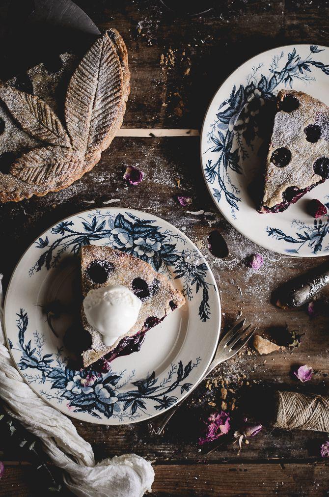 Coco e Baunilha: Pie de ruibarbo, framboesa e mirtilos silvestres com gelado de nata // Rhubarb, raspberry & wild blueberry pie with ice cream