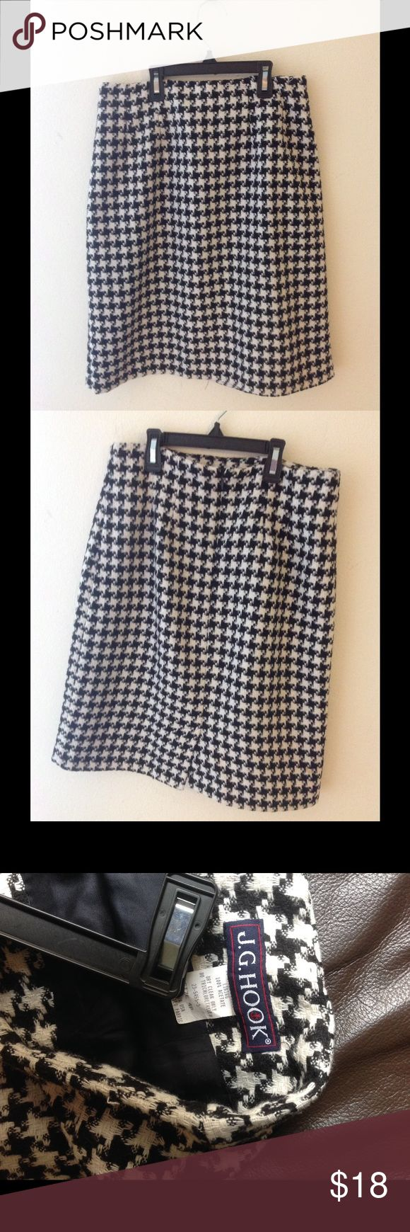J.G.Hook mini tight skirt size 4P In quite good condition, there are a couple very minor frays as seen in the last pic otherwise it's in very good condition J.G. Hook Skirts Mini