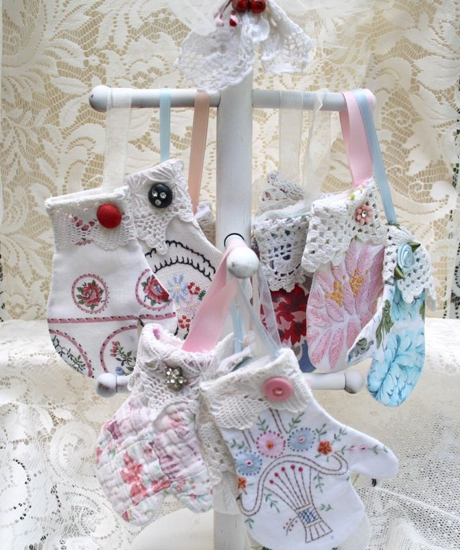 The Polka Dot Closet: Shabby Little Mitten Ornaments From Vintage Linen Scraps