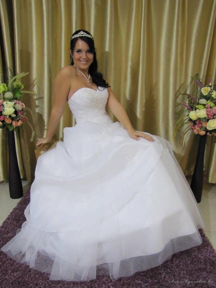 Iringó tüll esküvői ruha