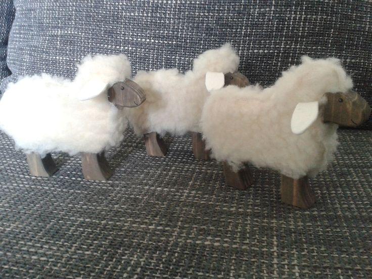 Deko Schaf Aus Holz Und Wolle ~   mit Fell von Das Holzschaf, Schönes aus Holz & Wolle auf DaWanda com