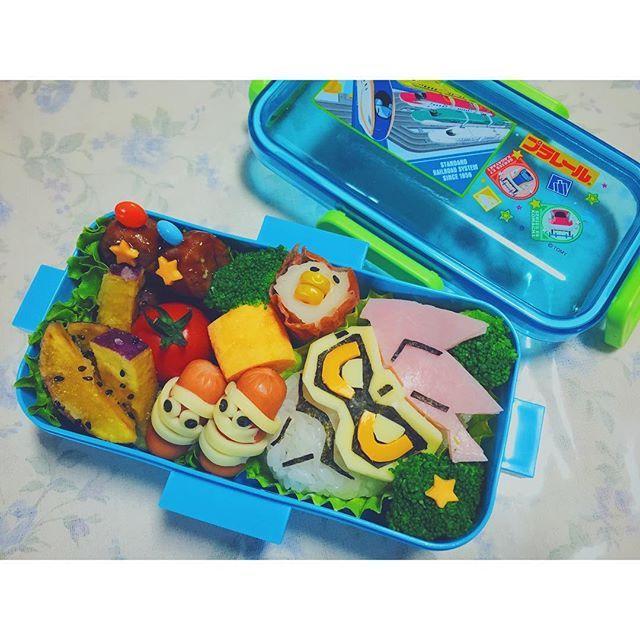 たいよう遠足でふるさと村 お弁当完成 全部食べれるのかこれは… リュックの中でぐちゃぐちゃ ならない事ことを祈る . . #お弁当#遠足#保育園#キャラ弁#仮面ライダーディケイド#男の子#早起き#子供弁当#3歳#もうすぐ4歳 #lunchbox#lunch#cooking#kid#boy#son#mom#foodpics#foodie#foodporn #food#instagood#picnic#instafood Yummery - best recipes. Follow Us! #foodporn