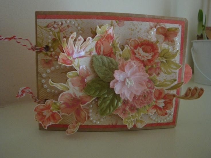 Mini Album van bruine papieren zakken met Miss Match Collectie Kaisercraft.