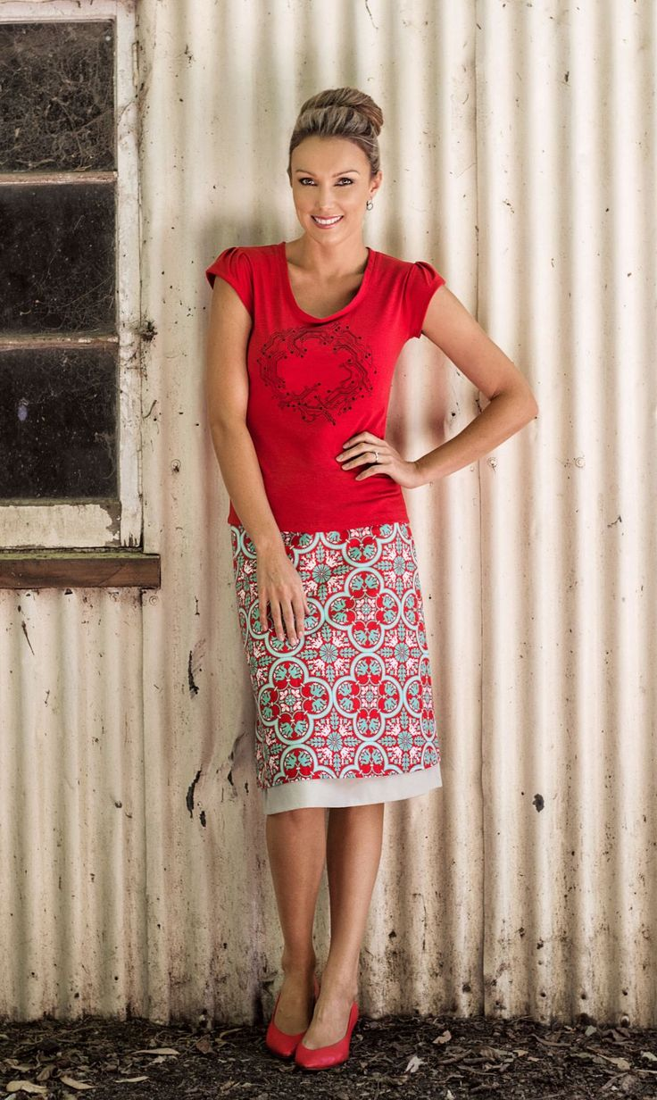 Dreamin Reversible Skirt and Wires Crossed Tee in Red. Loving the red style! Awesome.