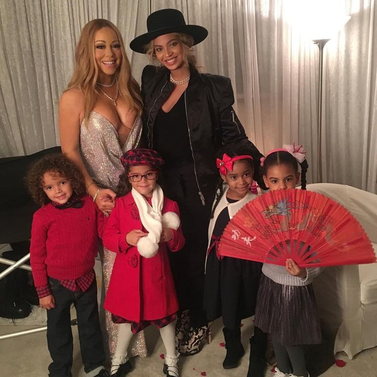 "Beyoncé backstage with Mariah Carey - All I Want for Christmas is You Tour - Beacon Theatre in NYC. December 11, 2016  ""Backstage at Christmas time with our beautiful children. @beyonce  #christmas #family #love"" - MC"