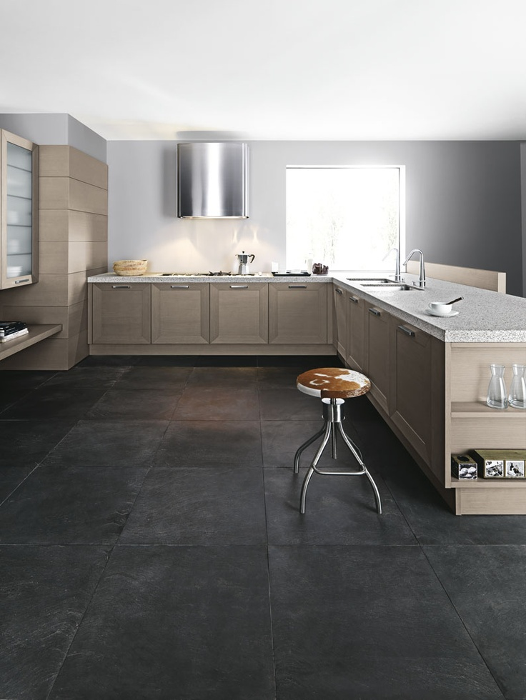 #Noa nella delicata finitura yellow pine argilla. Noa in the delicate clay yellow pine finish. #Cesar #Cucine #Kitchens