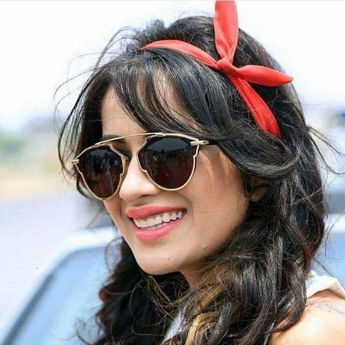 Sara Gurpal with her beautiful smile  @punjabimedia . #punjabimedia #pollywood #punjabi #jatt#ellantemall#diljitdosanjh#indian #india#sukhnalake#sonambajwa#saragurpal #rockgarden #goldentemple #bollywood#amritsar #ludhiana #jalandhar #chandigarh #punjabisingerandactor #diljitdosanjh #ranbirsingh#jatindershah#bhupi#anshulchobey#anuragsingh#gurdasmediaworks #saragurpal
