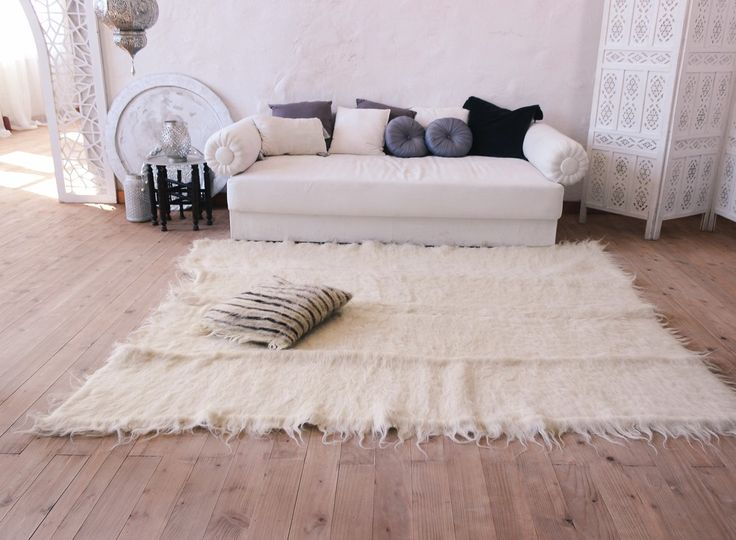 Soft and fluffy white Scandinavian area rug ❤️is made of natural sheep wool by hands of the folk craftsman, who interpreted more than 500 years creation tradition in the modern way. It will perfectly fit to every room!   Shipping worldwide! #threesnails #handmade #handmadegift #handmadepresents #madeinukraine #ukrainian #ukrainianart #ecofriendly #natural #handmadeart #designbynature #naturaldesign #naturalmaterials #unique #craftsmanship #ecofriendlyproducts #inspiration #wool…