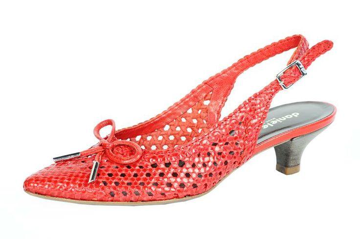 Chanel in pelle intrecciata rossa e piccolo tacco per chi non rinuncia alla comodità per essere glamour. Design e qualità Made In Italy