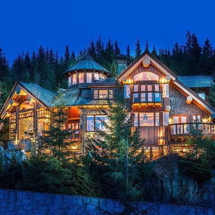 Akasha Chalet Is A 4 Bedroom And 6 5 Bathroom Whistler Ski Chalet