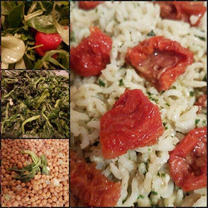 Insalata mista, lenticchie alla salvia, spinaci all'aglio e riso basmati integrale con pesto di basilico, noci e sesamo e pomodori secchi a pezzettini... un pizzico di peperoncino a piacere sulle lenticchie  e salute e gusto sono in tavola!