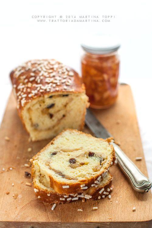 Pan brioche con ripieno di confettura di mele, pinoli e uvetta - Trattoria da…