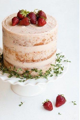 Клубничный торт с тимьяном