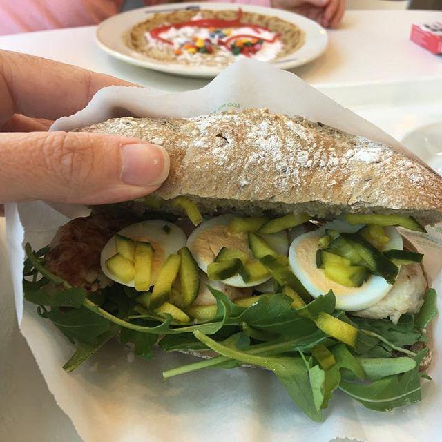 Broodje Surinaamse kip lunch hema