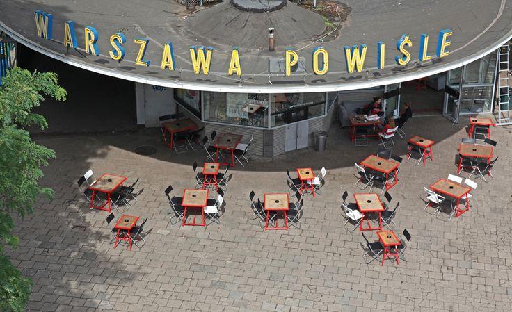 Warszawa Powisle Train Station. Quartier de Powisle : http://www.vanupied.com/varsovie/quartier-varsovie/powisle-et-mariensztat-quartier-surprenant-et-meconnu.html