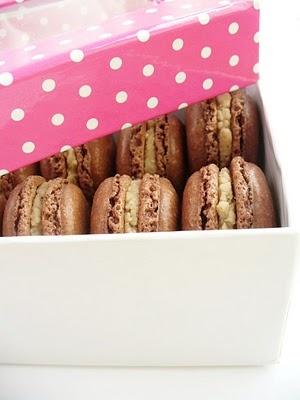 chocolate-chestnut macaron
