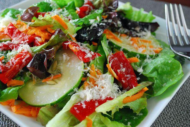 Vezi top 5 beneficii ale consumului zilnic de salata de sezon!