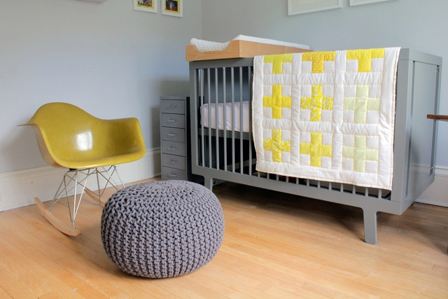 Habitaciones infantiles grises: On A Budget, Wall Colors, Budget Nurseries, Boys Rooms, Grey Yellow, Modern Nurseries, Gender Neutral Nurseries, Yellow Nurseries, Kids Rooms
