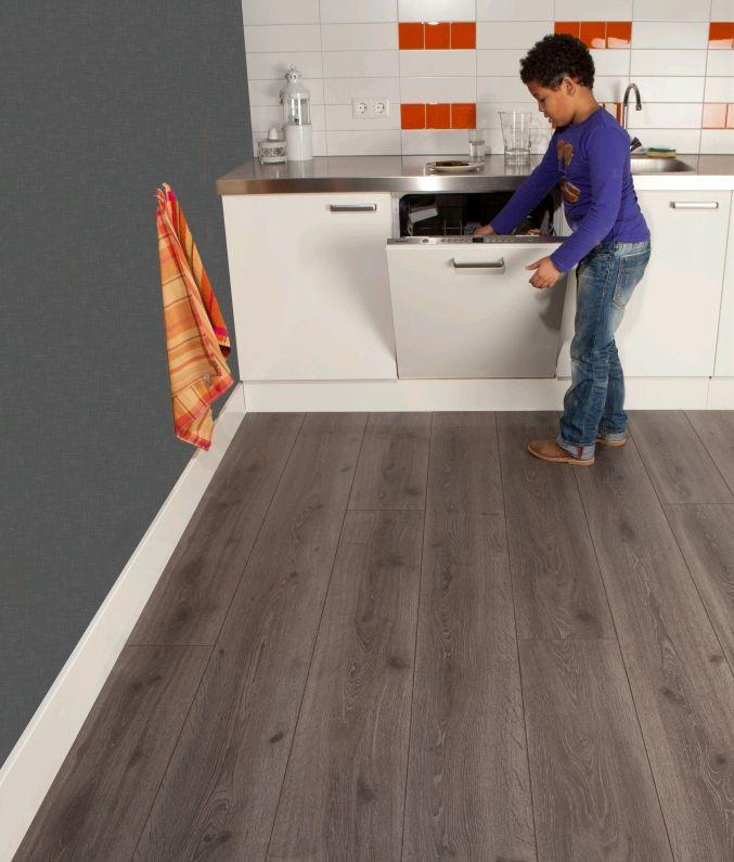 Vloeren breda een moderne laminaat vloer voor een mooi woon interieur alma - Moderne betegelde vloer ...