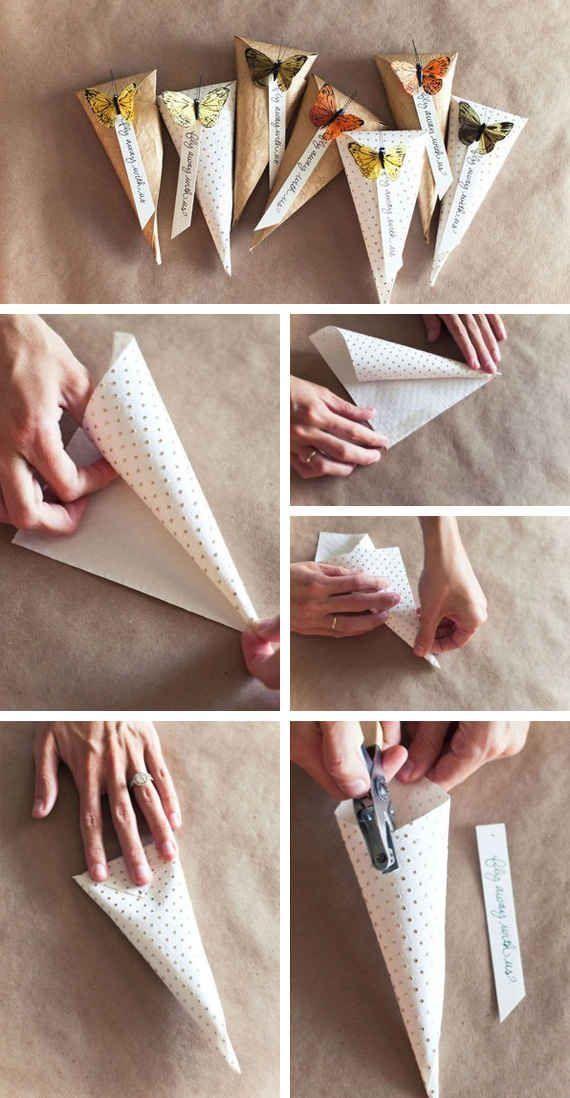 カラーの紙コップを利用して簡単なギフトボックスが作れます。紙コップのフチ部分を切り取り、折り込む部分が9枚均等の幅・高さになるように切ります。画像のように折り込めばできあがり。