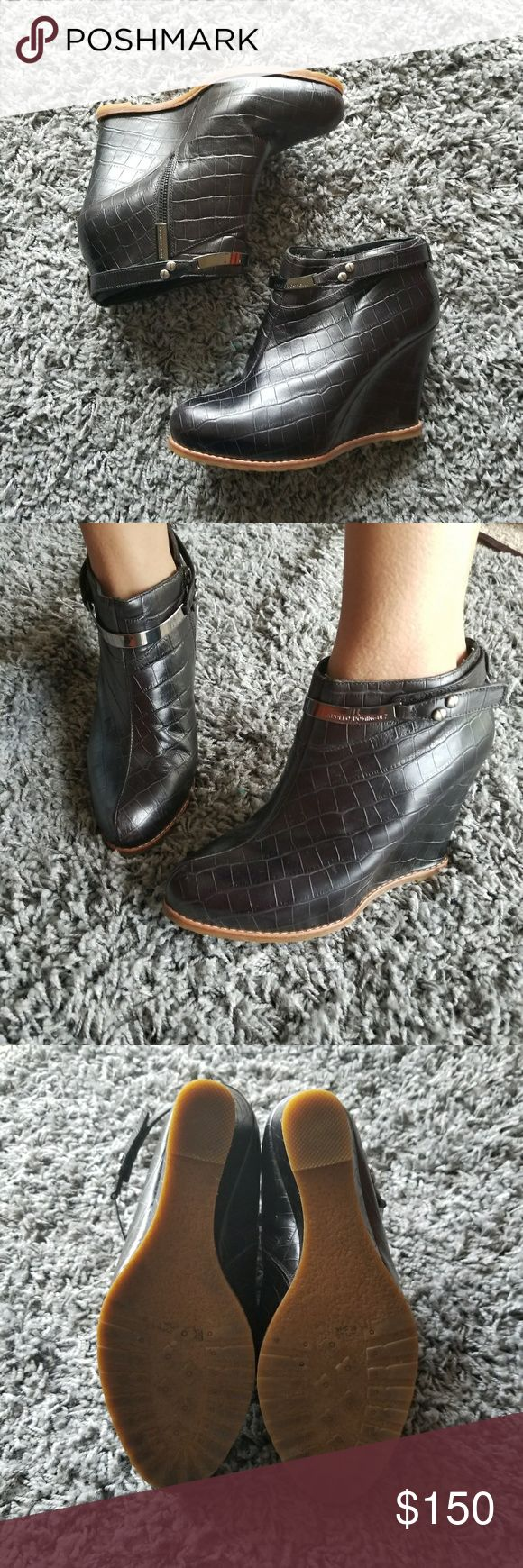 SALE🛍️Ankle  leather Boots Adolfo Dominguez Ankle  leather Boots Adolfo Dominguez, worn once. Euc as seen in the pictures. Marked as a 40 but fits a 9 Adolfo Dominguez Shoes Ankle Boots & Booties