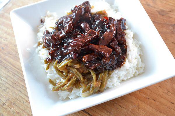 De Oosterse keuken behoort tot mijn favorieten en het liefst kook ik er iedere dag een gerecht van. Deze babi ketjap met varkensvlees is heerlijk zoet.