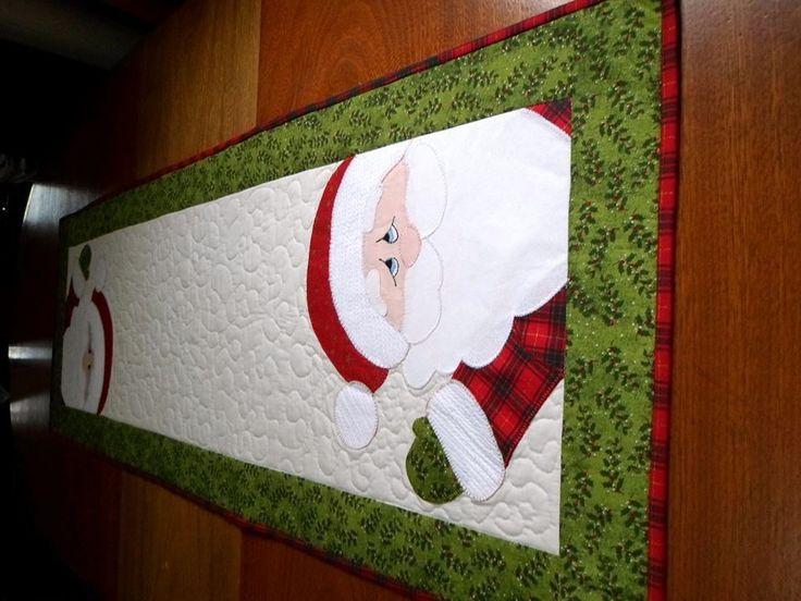 Este produto foi confeccionado com tecido de algodão e forro de tricoline 100% algodão. Manta acrílica resinada. Peça quiltada e com acabamento em viés do próprio tecido. Aplicação de Papai Noel!!! <br> <br>obs esta peça pode ser lavada à máquina!