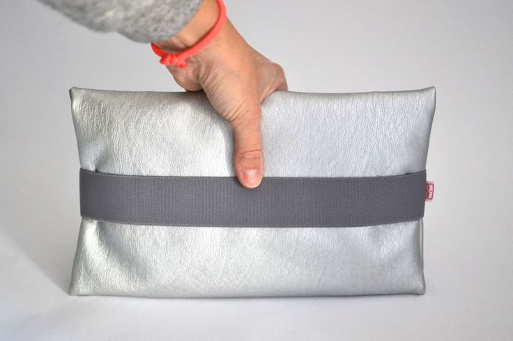 Windeltasche Wickel Clutch Silber Grau via mien - Accessoires handmade in Berlin. Click on the image to see more!