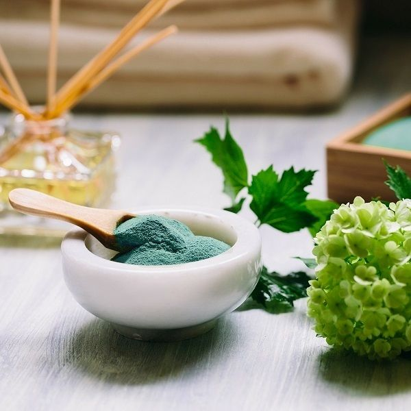 Natural face masks. Spirulina facial mask. This information, many women have to take a mental note, especially those whose age is more his advanced. Spirulina mask is the most powerful program with effect Liftingovaja instant beauty!Spirulina facial mask.